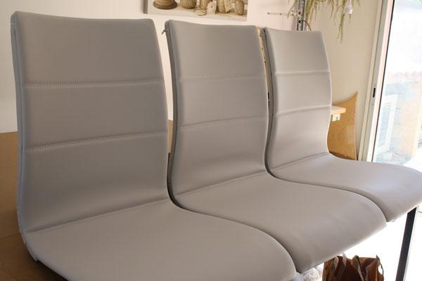 Réfection de chaises moderne de salle à manger en tissu enduit