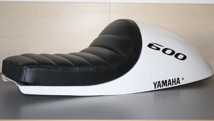 Selle de moto Yamaha personnalisée