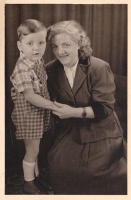 Louis Flamel mit seiner Mama