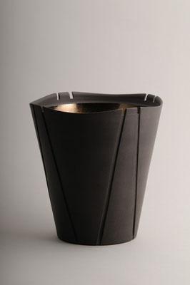 黒陶金彩線条器 h 22cm