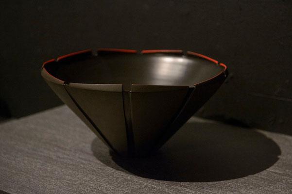 黒陶赤絵線条鉢 φ30cm