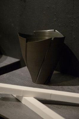 黒陶線条器 h22cm