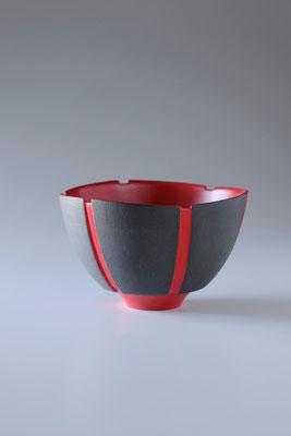 黒陶赤絵線条碗  φ12cm