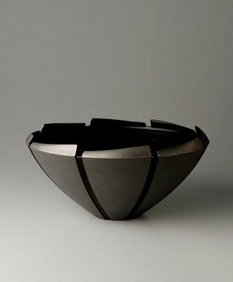 黒磁線条鉢  φ30cm