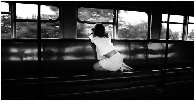 Mädchen im Zug (©Max Knauer)