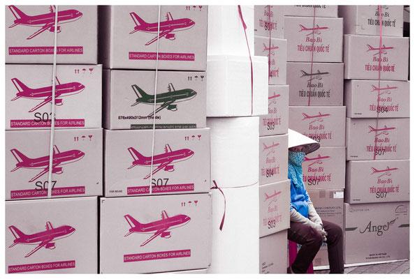 Frau & Flugzeuge (©Max Knauer)