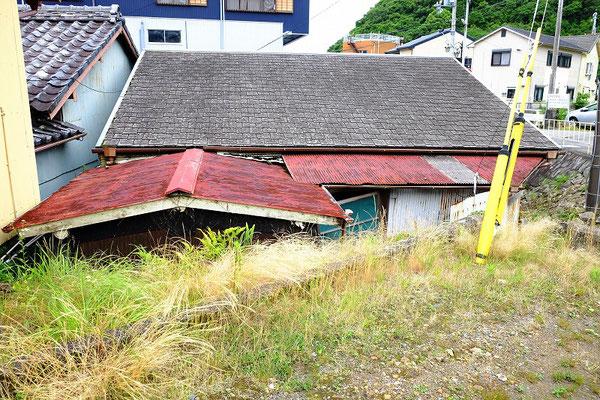 家を裏側から見たところです。