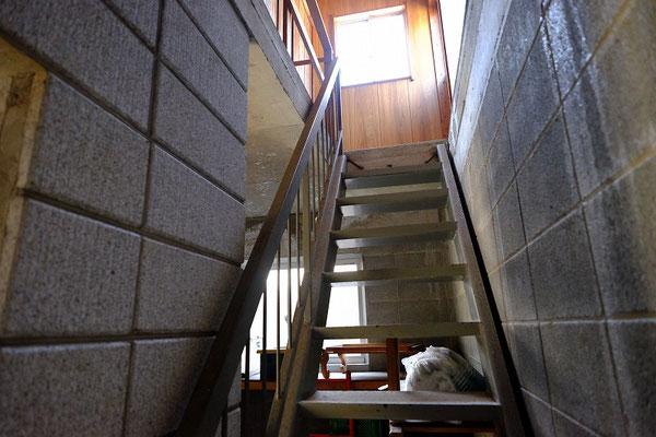 二階にあがる階段