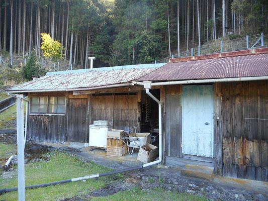 倉庫と浴室の別棟です