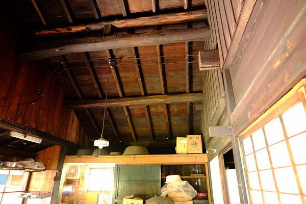 台所の天井の小屋梁の状態です