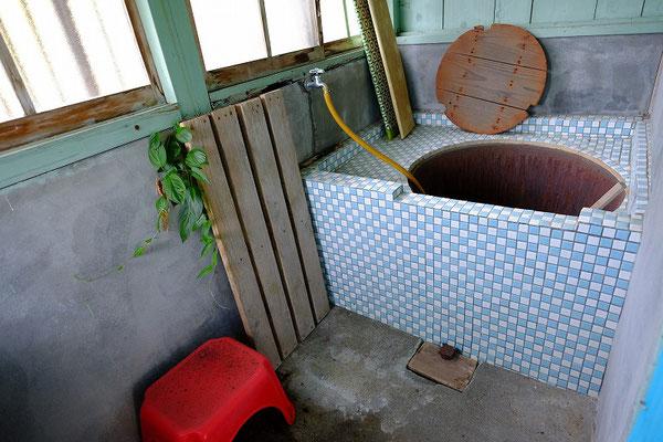 浴槽は五右衛門風呂ですが点検が必要です