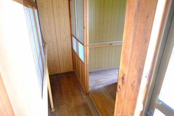 浴室、トイレに繋がるローカ