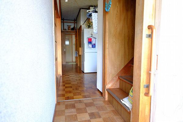 ローカの一部の床が傷んでいますがその他は問題なく使えます。