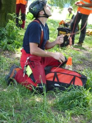 Certificazioni ETW Monza 2013, prova di simulazione di potatura in tree climbing - Marco Montepietra