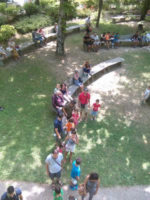Alcuni partecipanti durante un evento divulgativo sugli alberi a cura degli Arbonauti