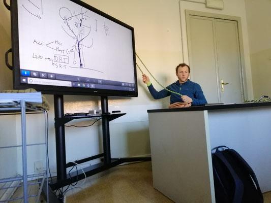 Docenza in aula durante corso di Tree climbing - Marco Montepietra