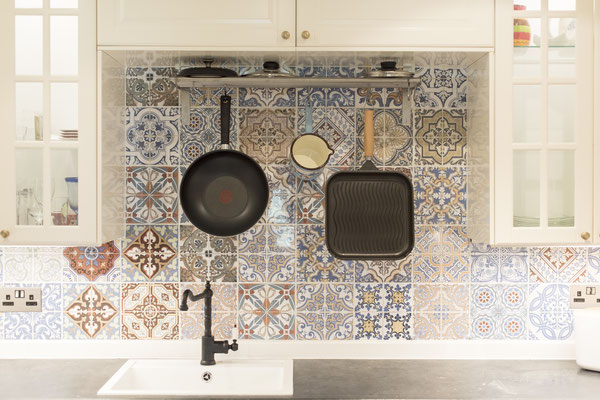 Feature tiles with pans