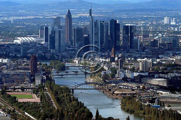 Skyline Frankfurt im Querformat 27