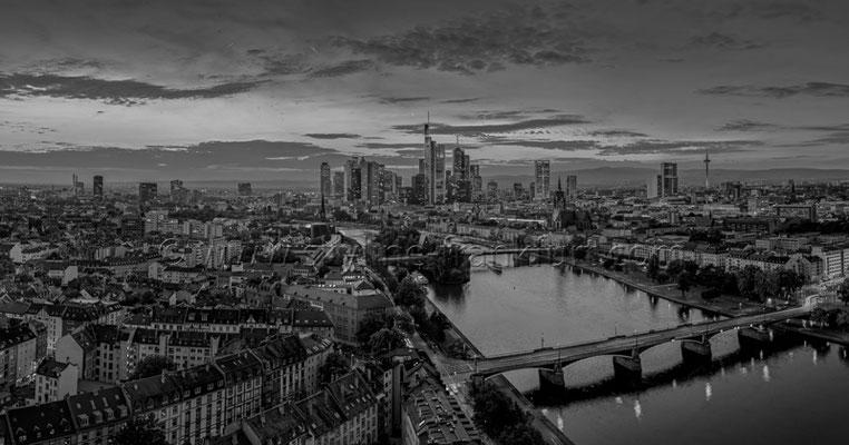 Skyline Frankfurt Panoramafotos in Schwarzweiß 38