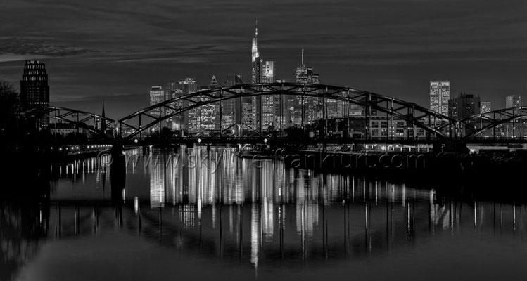 Skyline Frankfurt Panoramafotos in Schwarzweiß 27