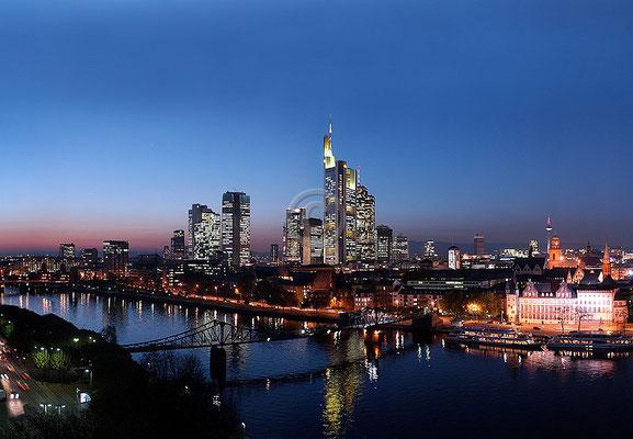 Skyline Frankfurt im Querformat 68