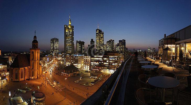 Skyline Frankfurt im Querformat 44