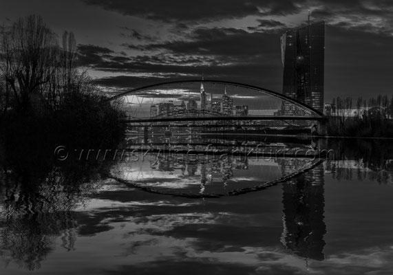 Skyline Frankfurt Panoramafotos in Schwarzweiß 26