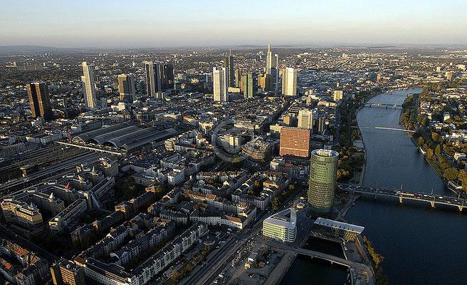Skyline Frankfurt im Querformat 48