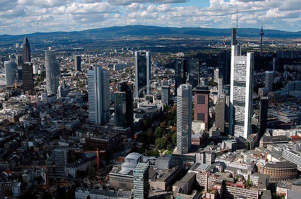 Skyline Frankfurt im Querformat 18