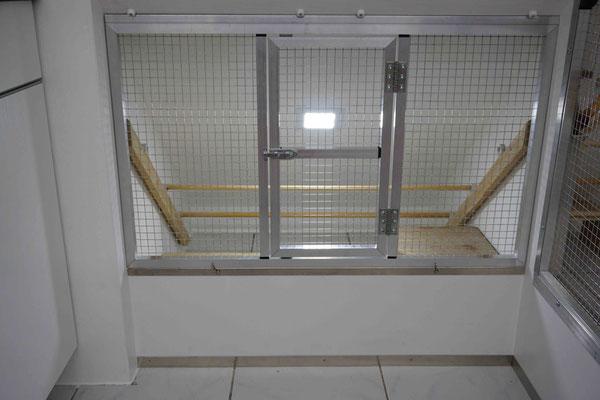 Die Absetzbox bekam mit dem LED Panel bei den Umbauarbeiten eine eigene Lichtquelle