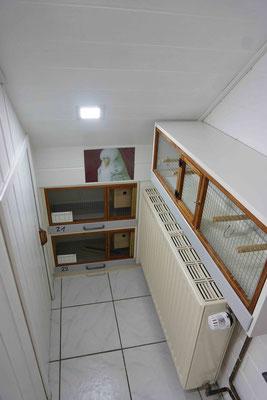 LED Panel bei zwei Zuchtboxen und der Baby-Box (rechts)