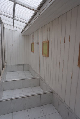 Umbau Außenvoliere - Schritt 2: Erneuerung der Fenster- und Türrahmen