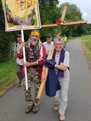 Jesus Biker zu Fuß unterwegs  -  Foto von Wilfried Peter
