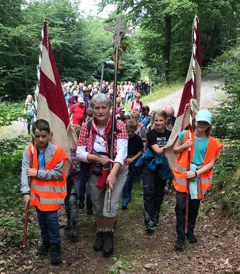 Unsere Jüngsten marschieren vorne weg  -  Foto von Kerstin Häufglöckner