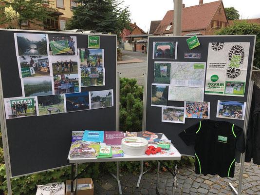 Foto von Jörg Wolf - Die Oxfam Trailwalker informieren über ihren 100-km Marsch und über die Arbeit von Oxfam