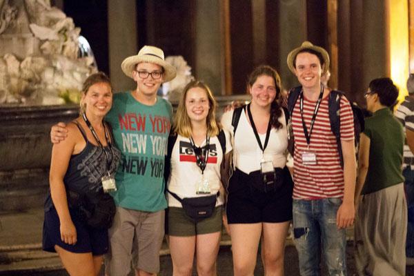 Gruppenbild unserer Ministranten auf dem Piazza Navona (Bild von Max Frey)