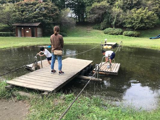 峯公園のいかだボート