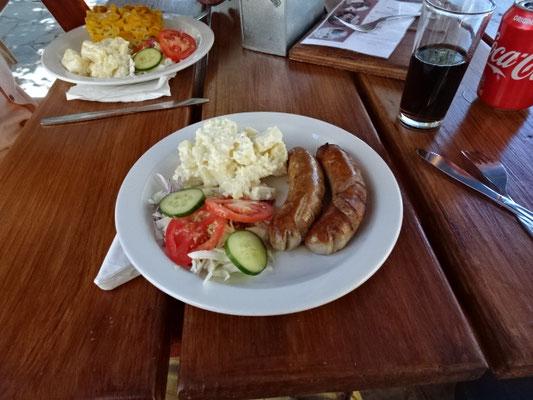 Super leckere Bratwurst und Kartoffelsalat und das am Ende der Welt.....