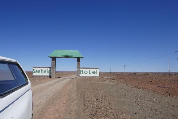 Guckt doch mal bei google nach: Hotel Seeheim oder Seeheim Hotel , Namibia, in der Nähe von Keetmanshoop