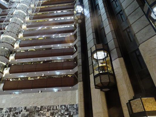 Zugang zum sun deck durchs Hotel, gigantischer Blick
