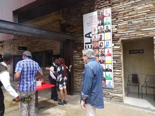Eingang Mandela Museum