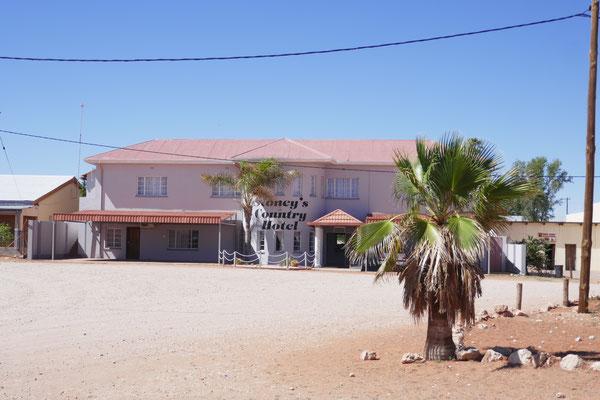 Gochas, eine Stadt (?) im Nirgendwo, aber mit einem schönen Hotel