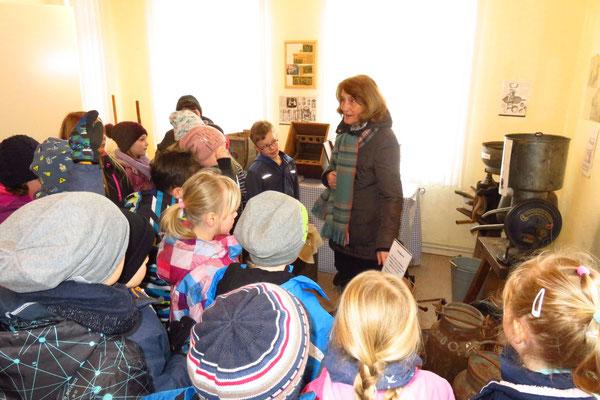 Schulkinder besuchen des Milchmuseum
