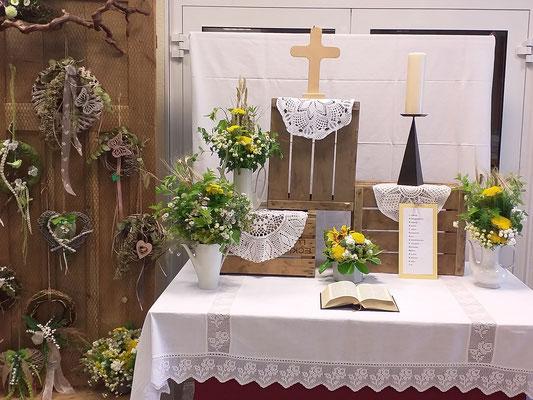 Von den MarktFrauen gestalteter Altar