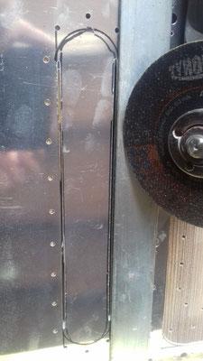 Meuleuse plus règle ( plat d'acier)  pour guider le disque de tronconnage.