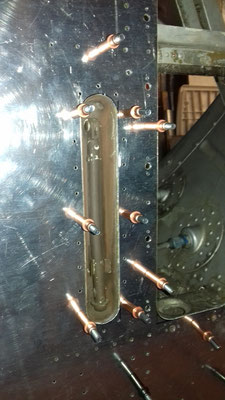 Dispositif de vérouillage de porte moteur en position ouverte.