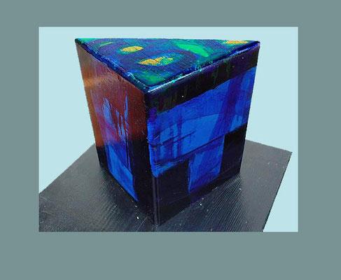 """Objekt 12"" bemaltes (Acryl) Holz-Objekt dreieckig 2001 20 x 20 x 11 cm €  350,-"