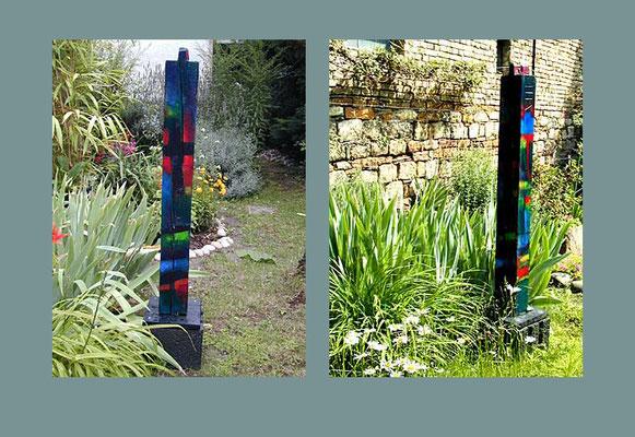 """""""Stele 3"""" bemalter (Acryl) Holz-Balken, 1999, Betonsockel, Höhe ca. 132 cm mit Sockel, 109 cm ohne Sockel x 9 x 11 cm - unverkäuflich"""