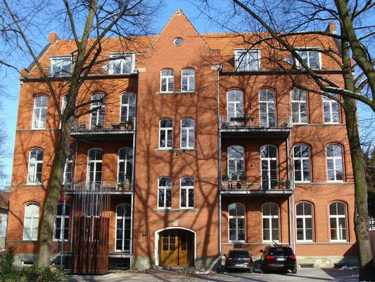 """Vera Röhm """"16 BINOM Stelenfeld CJS Hof der ehemaligen Marienschule, Filzenstraße in Soest"""