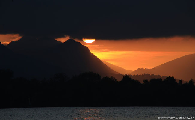 Sonnenuntergang in den Bergen - am Forggensee